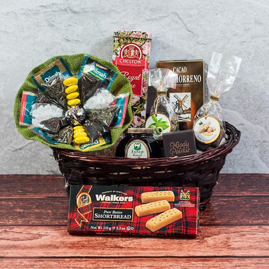 kosz okolicznościowy przerwana słodycz, zestaw słodkich upominków i herbat