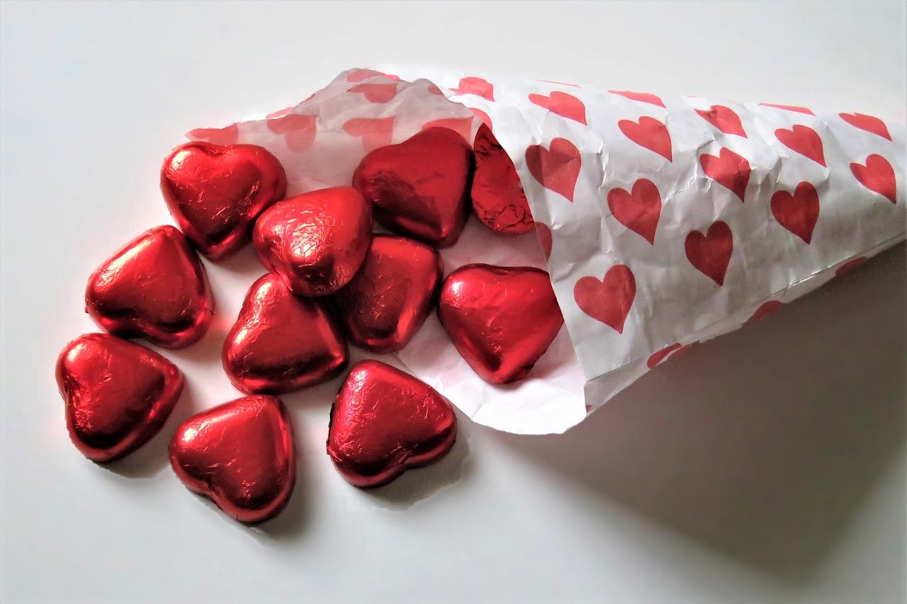 Wybieramy romantyczny prezent na Walentynki 2021