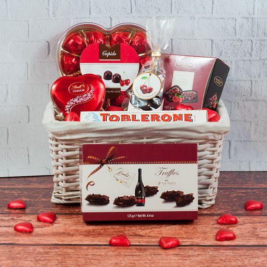 serdeczna niespodzianka - romantyczny prezent z sercem w koszu, idealny na walentynki